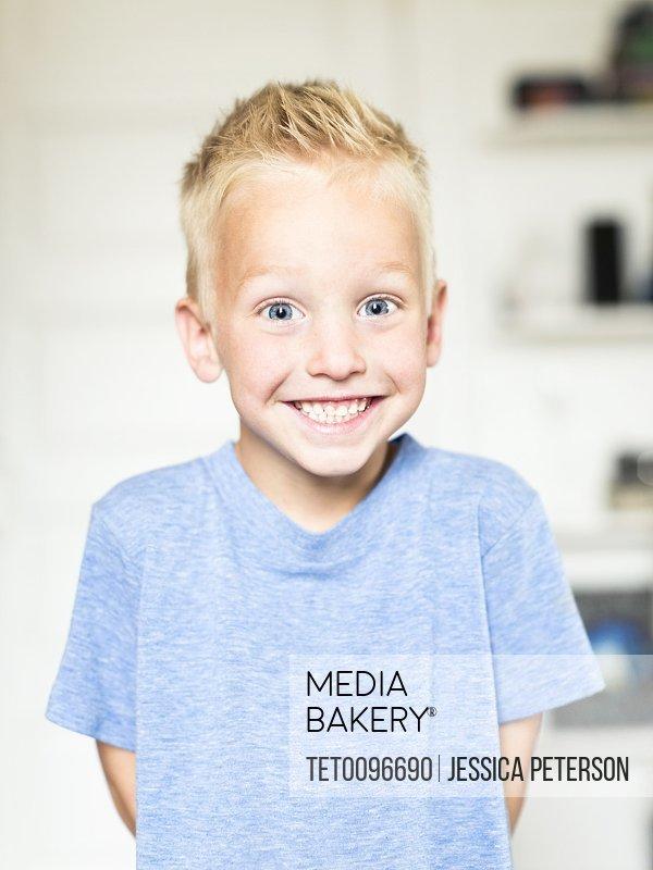 Portrait of smiling boy 4-5