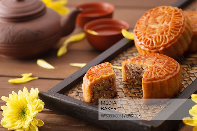 Chrysanthemum and moon cakes