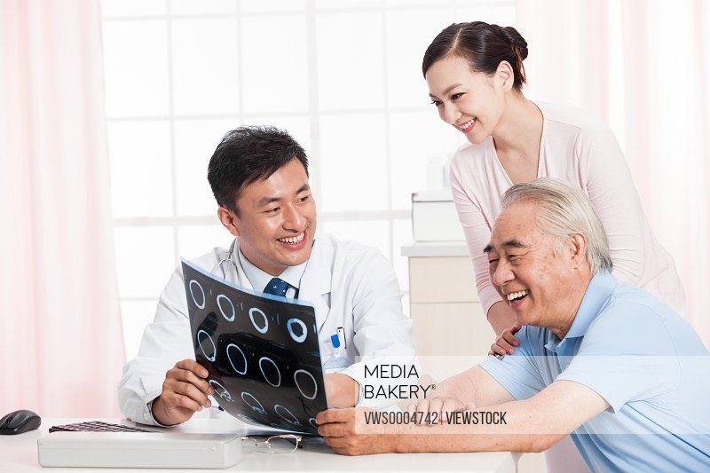 The doctor and the elderly see x-rays