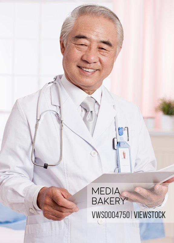 A portrait of doctors at ward