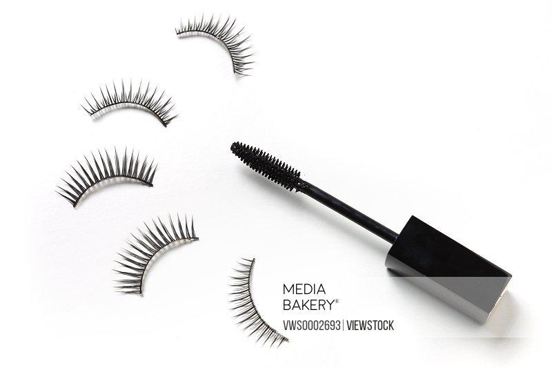 Eyelash and lash curler