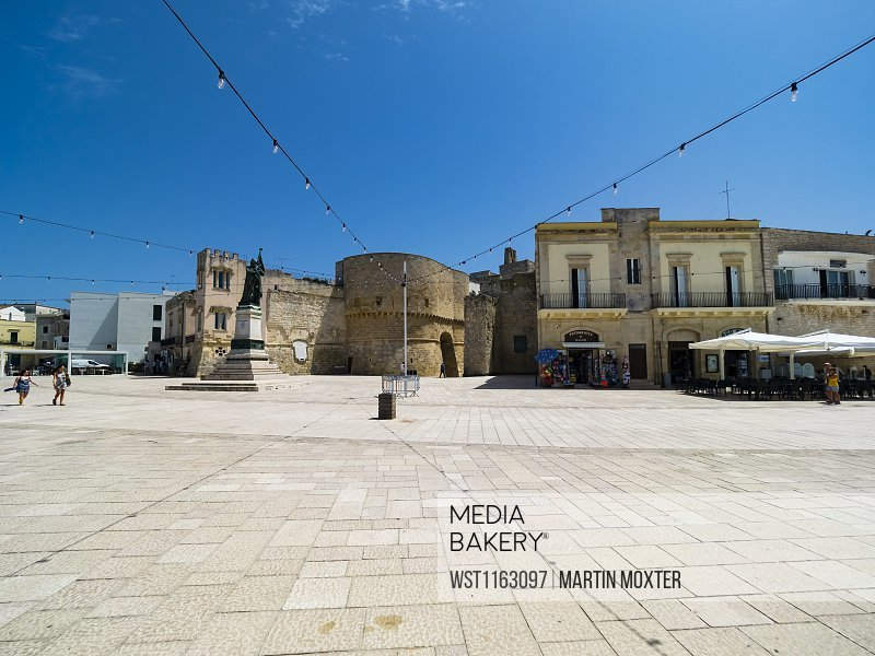 Italy, Province of Lecce, Otranto, String lights hanging over monument of female martyr on PiazzadegliEroi
