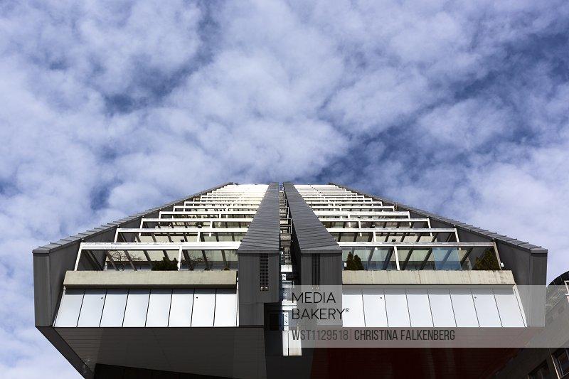 Slovenia, Ljubljana, R5 residential building