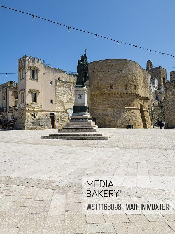 Italy, Province of Lecce, Otranto, Monument of female martyr on Piazza degli Eroi